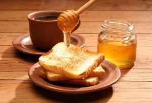 мёд с хлебом